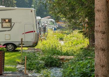 Wohnmobile campingplatz arosa fluss 1