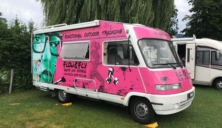 mycamper pink panther campingbus wohnmobil knallig gruen