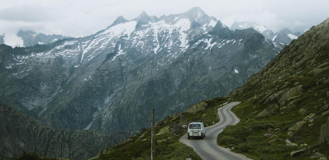 privatstrasse picpackers grimselpass camper vw bus