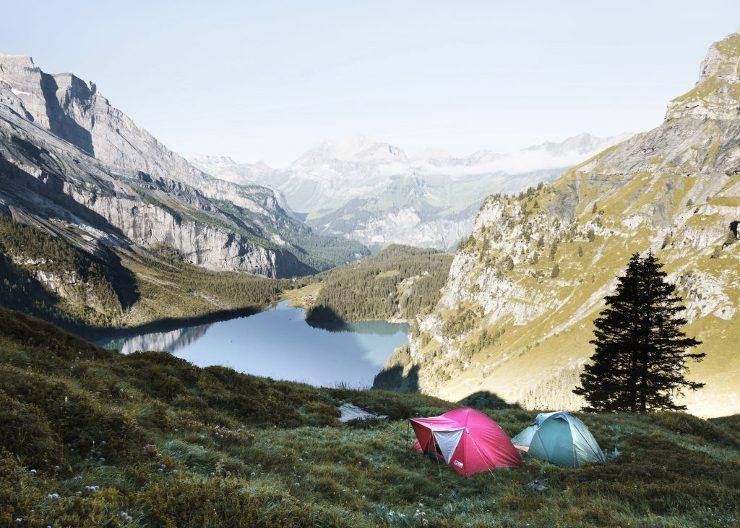 wildcamping spot mit zelt in schweizer bergen 1