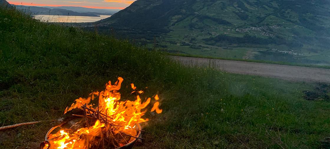 feuer grillen schwyz campen feuerstelle