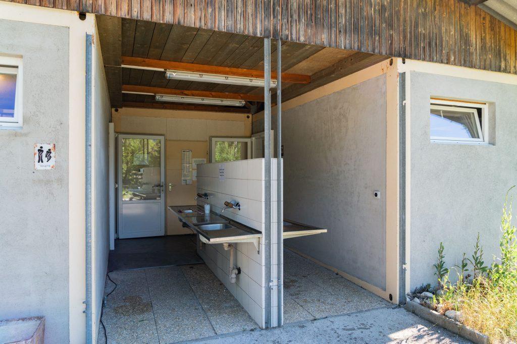 guide neuenburgerse camping val de traverse sanitaeranlage