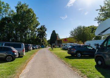 guide neuenburgersee camping terre de la ferme einfahrt