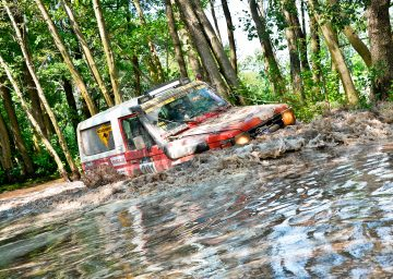 jeep-schlamm-wald-rallye-roland-brack