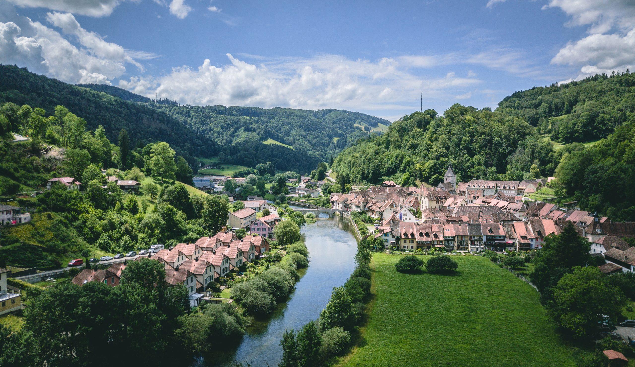 Camping Jura Schweiz: Die besten Campingplätze und Sehenswürdigkeiten in unserem Guide