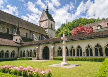 innenhof stiftskirche saint ursanne scaled