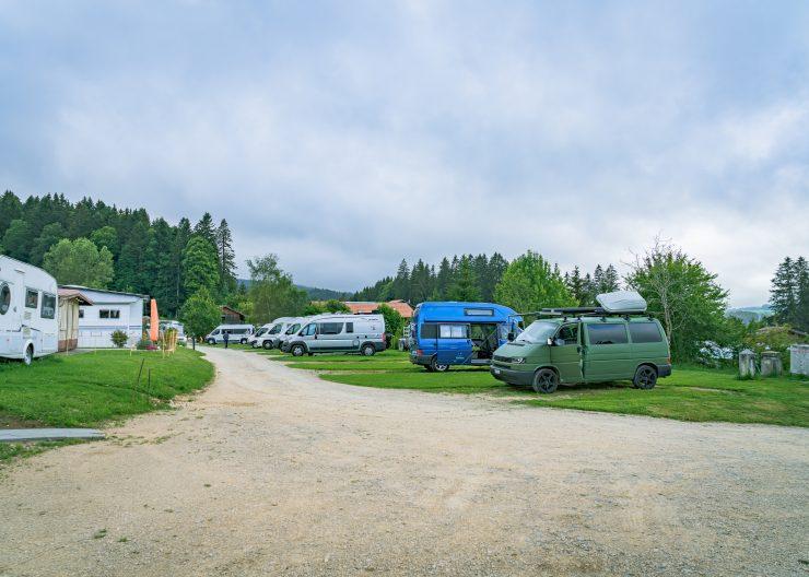 Camping Jura Schweiz, Stellplätze Camping les Cerneux