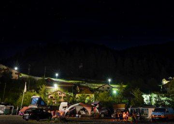 camperszene bei nacht