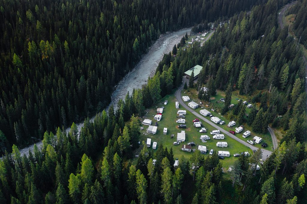campingplatz-engadin-camping-chapella-von-oben