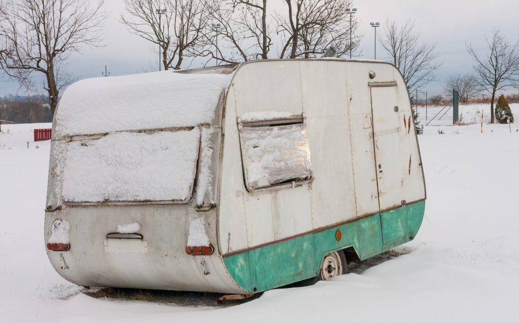wohnwagen-winterfest-machen