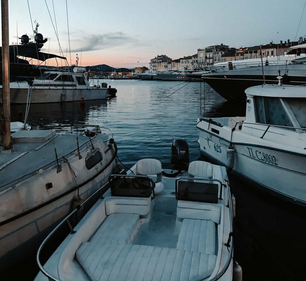 Camping Südfrankreich, Monaco Hafen, Boote auf dem Meer