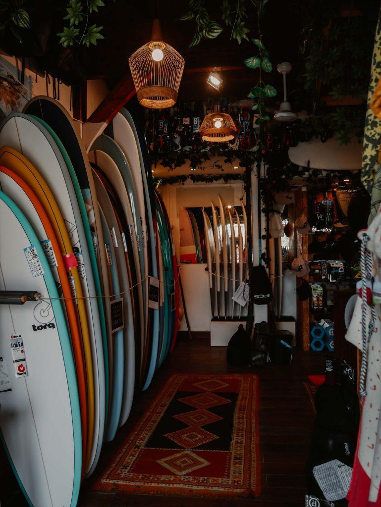 Camping Südfrankreich-Surfshop-Surfbretter