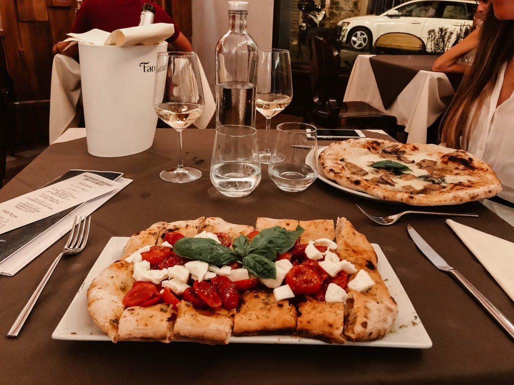 Rundreise Toskana, Florenz, zwei Pizzen mit Getränken