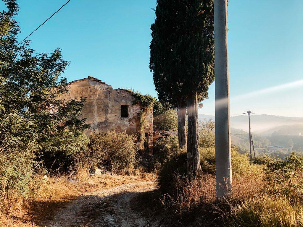 Wildcamping Italien, Steingebäude in Camaiore