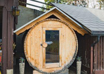 nomady napfgebiet sauna holzfass